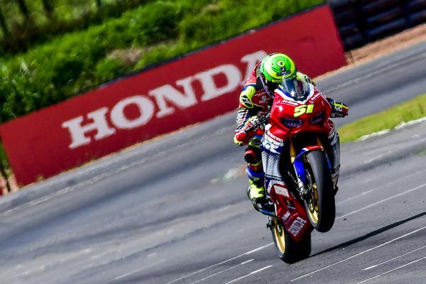 Perfeito na pista, Granado fatura quarto título na Superbike