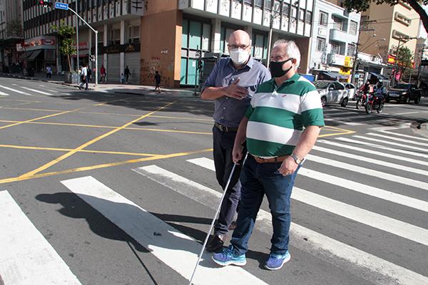 Campinas implanta nova tecnologia para travessia de cegos no Centro