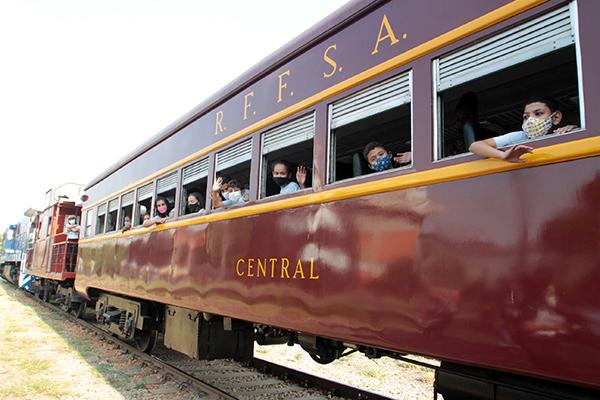 Expresso Solidário inaugura roteiro do trem turístico